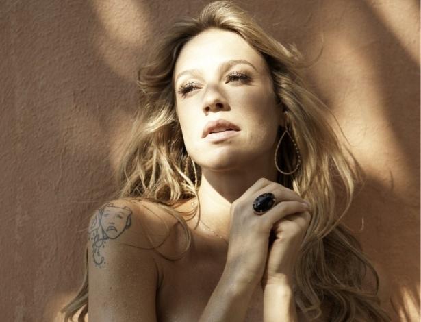 Luana Piovani publica no Twitter imagem do ensaio sensual que fez para a