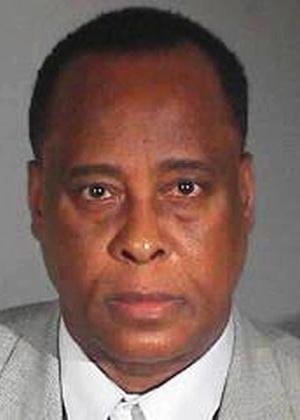 Foto da ficha policial de Conrad Murray é divulgada (29/11/11)