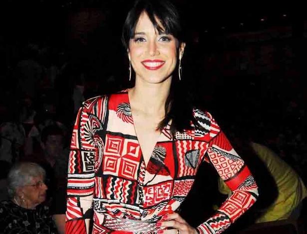 Grávida de dois meses, Mel Lisboa vai ao teatro (28/11/11)