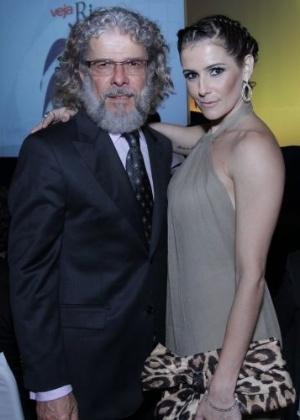 """Depois de ganhar prêmio de melhor atriz coadjuvante da televisão, Deborah Secco e José Mayer são homenageados pela revista """"Veja"""" (29/11/11)"""