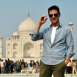 """Tom Cruise visita o monumento do Taj Mahal, em Agra, na Índia em viagem de divulgação do filme """"Missão Impossível"""" (3/12/2011)"""