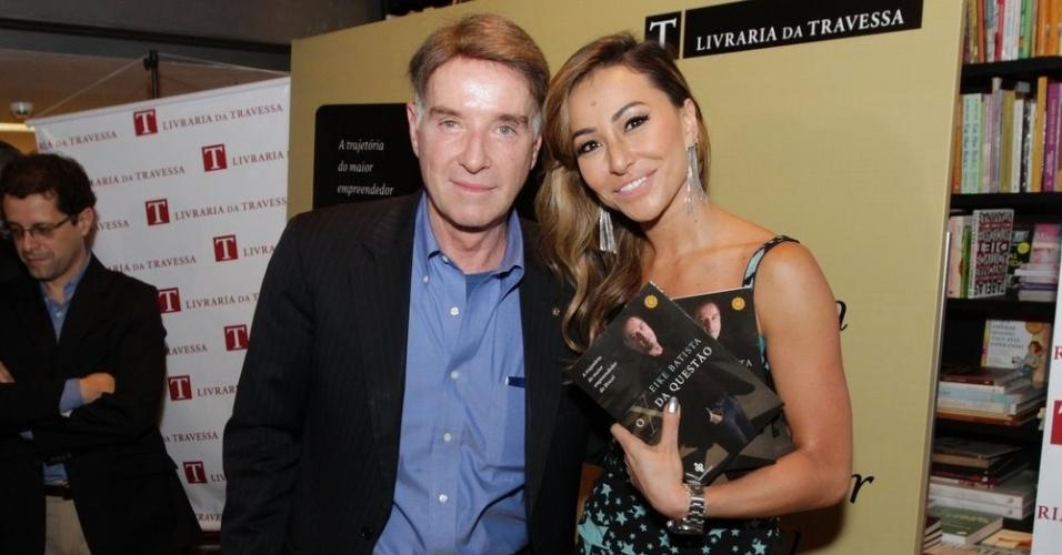 Sabrina Sato posa ao lado de Eike Batista em lançamento de livro do empresário (05/12/2011)