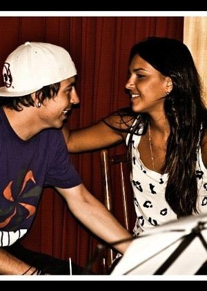 Mariana Rios posta no Twitter foto ao lado do namorado, o cantor Di Ferrero (7/12/11)