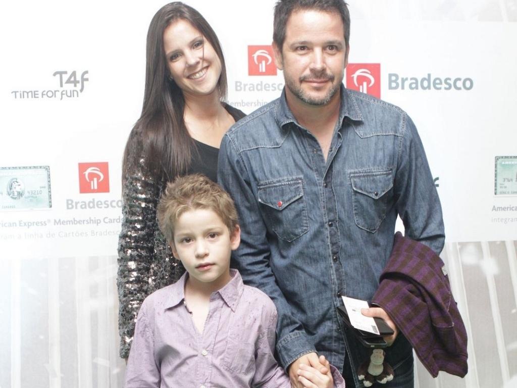 Murilo Benício vai com o filho Pietro e a namorada Andrea de Souza Dantas no Cirque Du Soleil, na Marina da Glória, no Rio de Janeiro (9/12/2011)