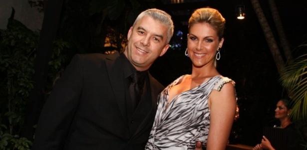 Alexandre Correa e Ana Hickmann vão ao casamento de Ricardo, filho de Roberto Justus (26/11/11)