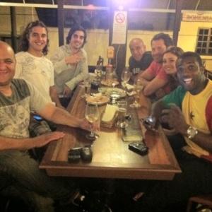 Fiuk, Eri Johnson, Malvino Salvador, Sophie Charlotte, Rafael Zulu e Guilherme Boury em bar no Rio de Janeiro (20/12/2011)