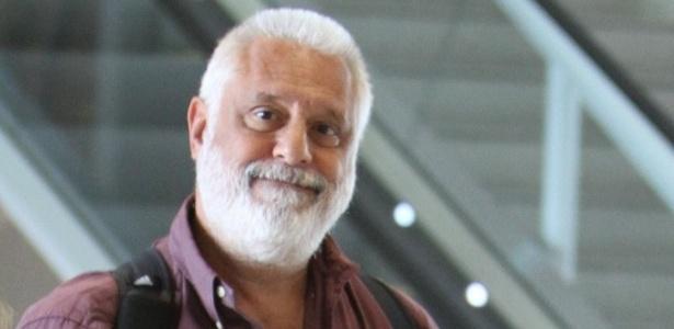 Barbudo, Antônio Fagundes posa para fotógrafo (10/1/12)