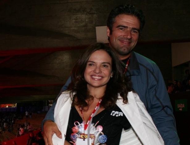 A atriz Luiza Tomé com o empresário Adriano Fachinni no camarote do show da Madonna em São Paulo (18/12/08)