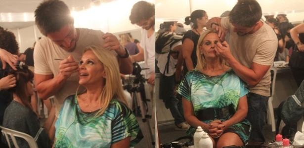Monique Evans se prepara para subir na passarela da grife Lix, no Fashion Business, no Rio (12/1/12)