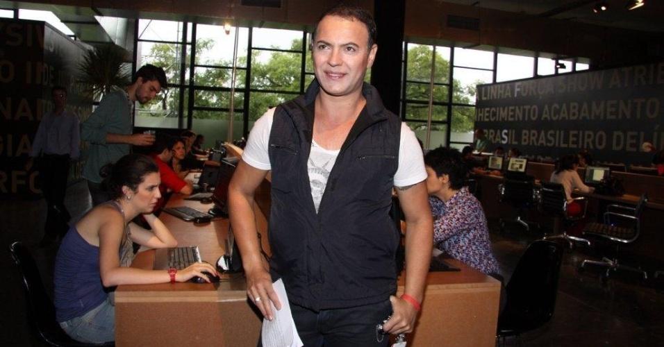 O ex-BBB Dicesar circula pelo São Paulo Fashion Week, são Paulo (20/1/12)