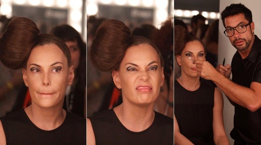 Carolina Ferraz é maquiada por Fernando Torquatto no backstage de uma marca de cosméticos no São Paulo Fashion Week (23/1/12)