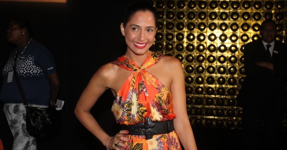 Camila Pitanga prestigia o desfile de André Lima no São Paulo Fashion Week (24/1/12)