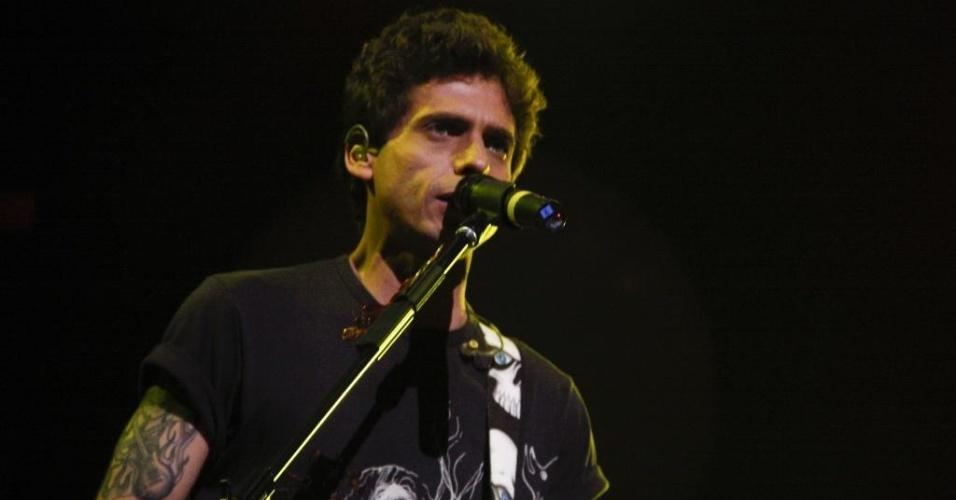 O cantor Hudson em show com Edson no Credicard Hall em 2011