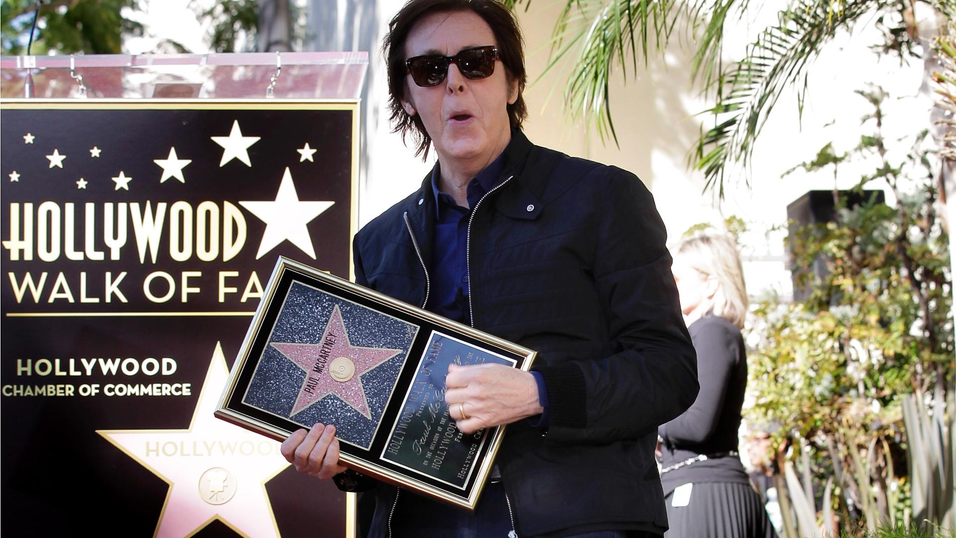 Paul McCartney ganha estrela na Calçada da Fama, em Hollywood, Los Angeles (9/2/12)