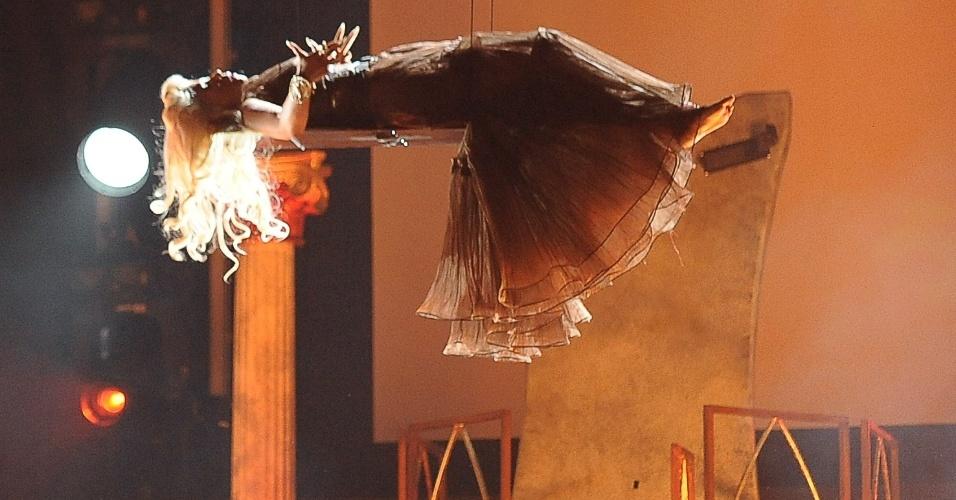 """Nicki Minaj em apresentação no Grammy. Ela estreou o single """"Roman Holiday"""" na premiação (12/2/12)"""