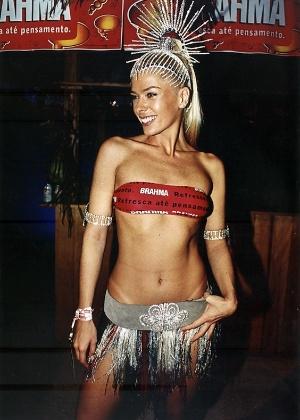 A apresentadora Adriane Galisteu na festa do Camarote Brahma, no Carnaval de 2001
