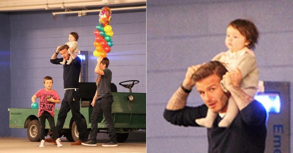 David Beckham comemora aniversário de 7 anos do filho Cruz (dir.) em boliche (26/2/12)