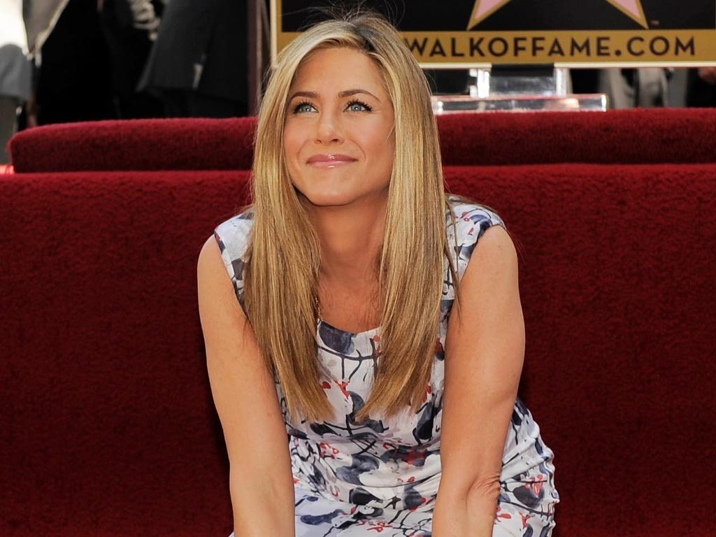 Jennifer Aniston recebe estrela na Calçada da Fama em Los Angeles, Califórnia (23/2/12)