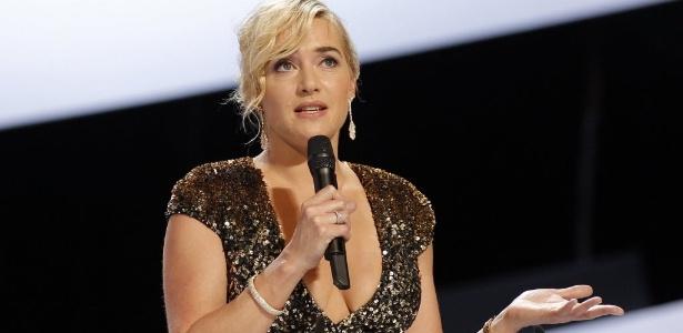 """A atriz Kate Winslet ficou perplexa ao assistir a versão 3D de """"Titanic"""". Na foto, ela discursa durante os Cesar Awards deste ano."""