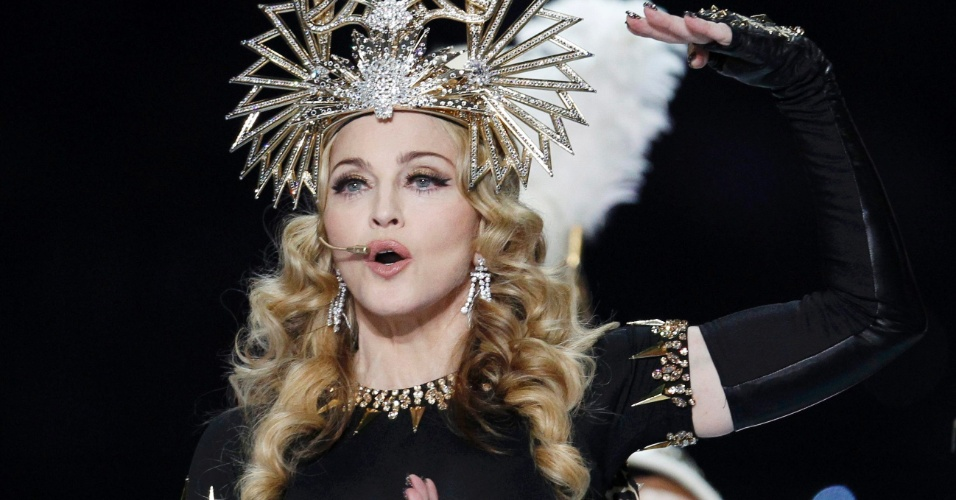 Madonna se apresenta durante show no intervalo do Super Bowl (5/2/12)