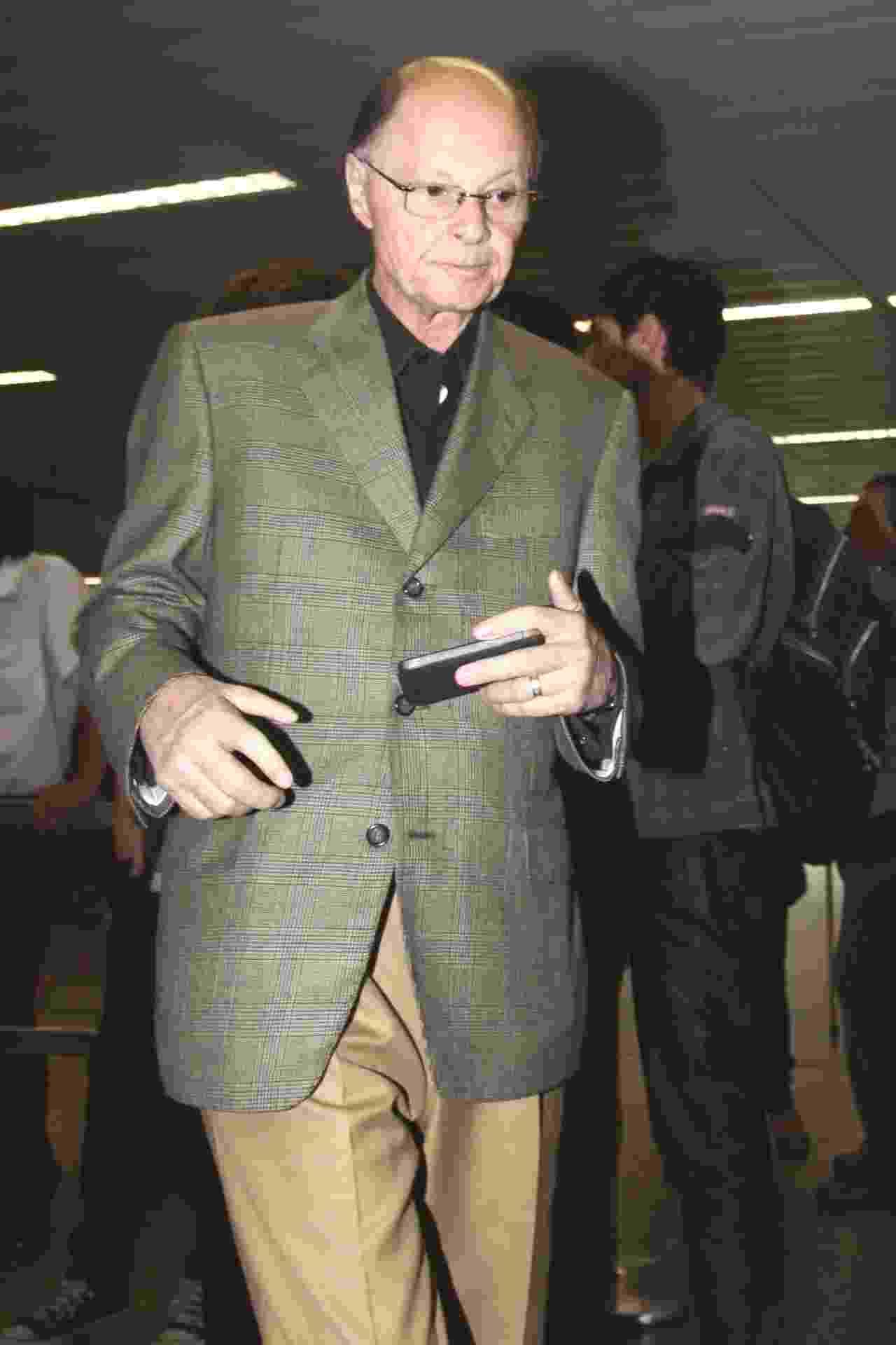 Edir Macedo é visto desembarcando do Aeroporto Internacional de São Paulo, em Guarulhos - AgNews