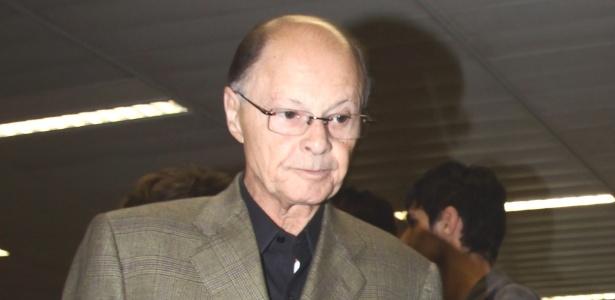 Edir Macedo é visto desembarcando do Aeroporto Internacional de São Paulo, em Guarulhos (18/1/12)