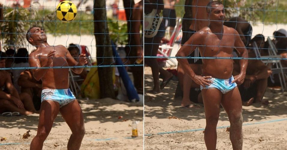 O ex-jogador Romário aproveita o sol para jogar futevôlei nas areias da Barra, no Rio de Janeiro (22/1/12)