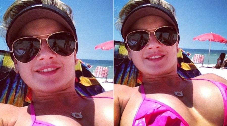 Mirella Santos curte praia no Rio de Janeiro (24/1/12)