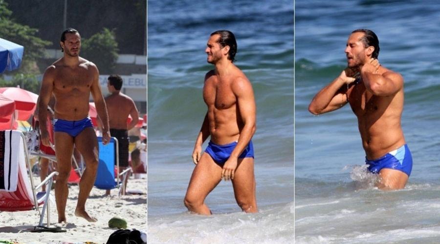 Paulo Rocha aproveita o dia para ir à praia no Leblon, zona sul do Rio (24/1/12)