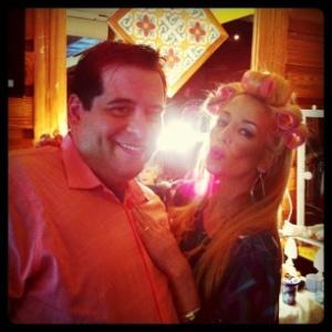 No Twitter, Danielle Winits posta foto ao lado de Leandro Hassum (26/1/12)