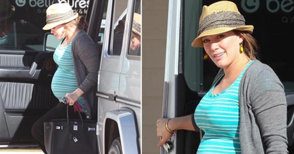 A atriz Hillary Duff, grávida de sete meses de um menino, chega para fazer as unhas em um salão em Los Angeles, na Califórnia (27/1/12)