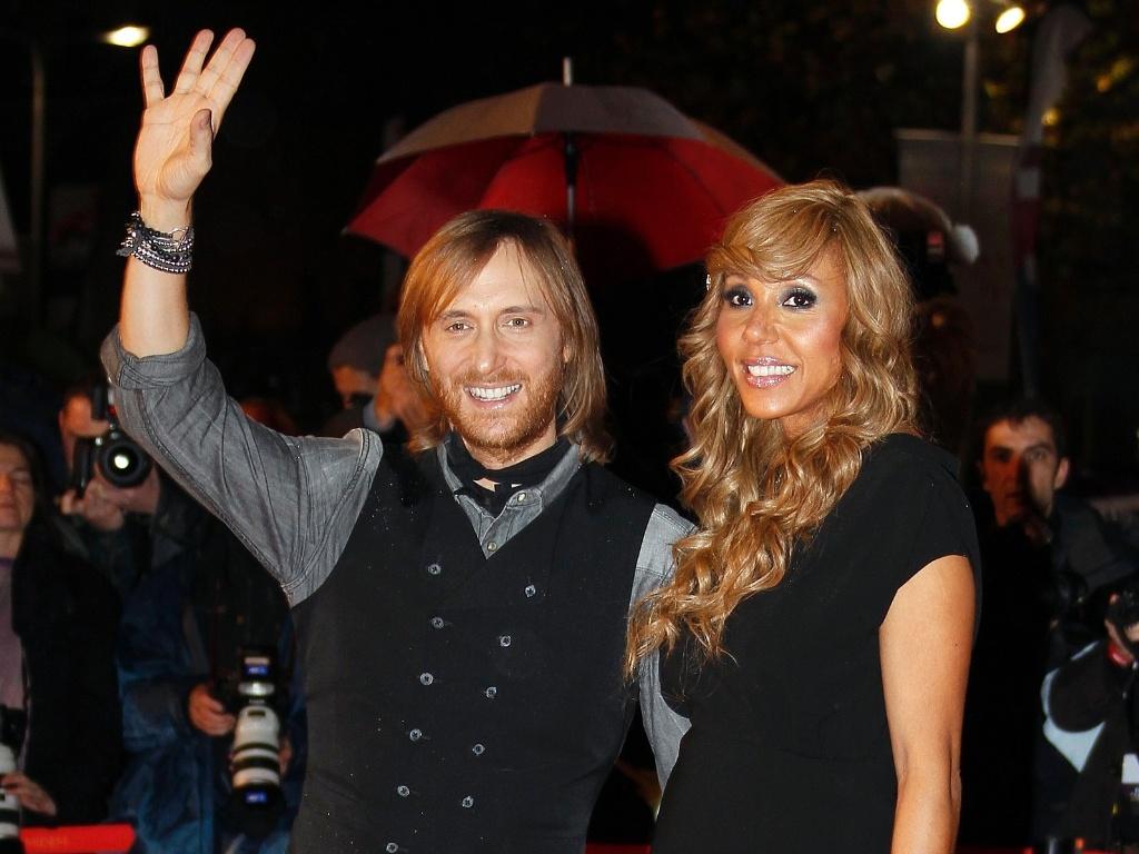 O DJ David Guetta vai com a esposa Cathy ao NRJ Music Awards em Cannes, na França (28/1/12)