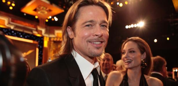 """O casal Angelina Jolie e Brad Pitt chegam ao Screen Actors Guild Awards em Los Angeles. Brad Pitt  está concorrendo ao prêmio de Melhor Ator pelo filme""""O Homem que Mudou o Jogo"""" (29/1/12) - Reuters"""