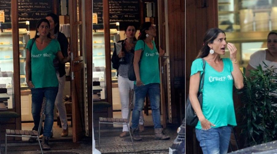 Cynthia Howlett almoça em restaurante da zona sul do Rio (31/1/12)