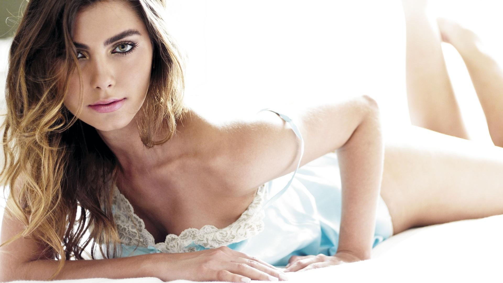 Filha do apresentador Datena, Letícia Wiermann, faz ensaio sensual para revista
