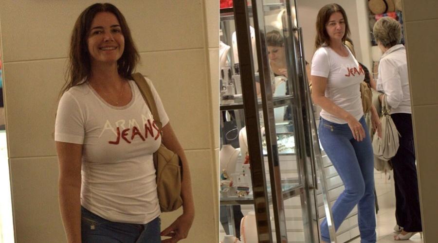 Luma de Oliveira passeia em shopping da zona sul do Rio (31/1/12)
