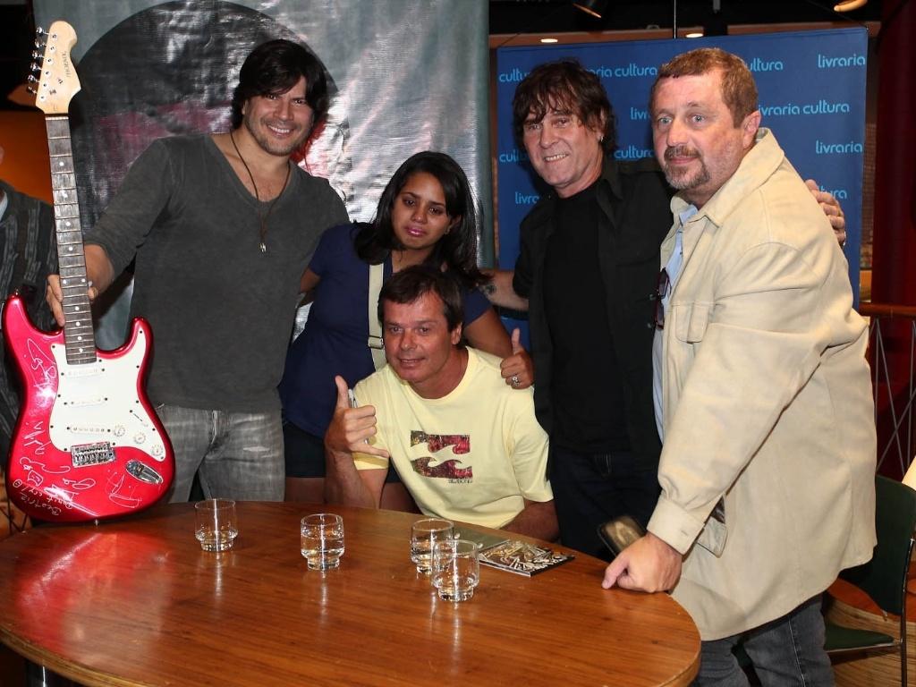 A banda RPM em sessão de autógrafos na Livraria Cultura, em São Paulo
