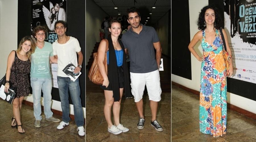"""Bianca Bin e o namorado, Pedro Brandão, prestigiam a peça """"O Céu está Vazio"""" no Centro do Rio (1/2/2012)"""