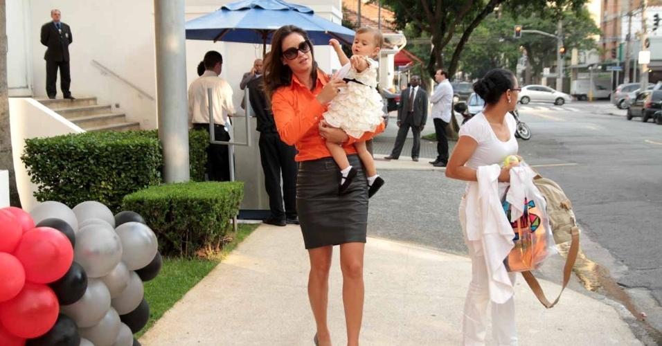 Agatha Felix leva a filha Luna ao aniversário de João Guilherme, filho de Fausto Silva (3/2/2012)