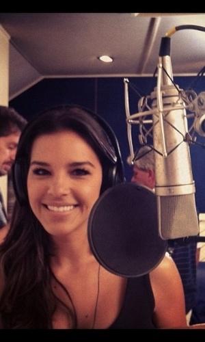 """Mariana Rios grava dublagem da animação """"O Lorax - Em Busca da Trúfula Perdida"""" (4/2/2012)"""