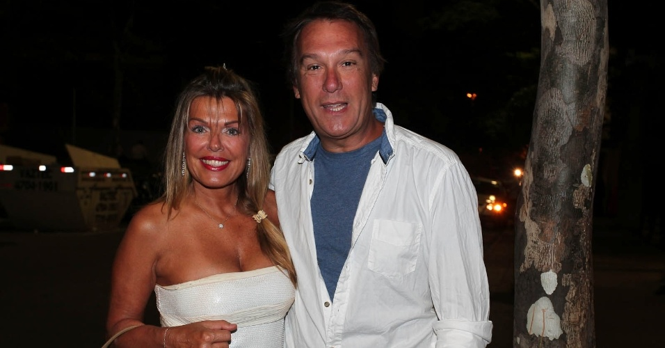 Emílio Surita e sua mulher Anne vão ao aniversário de 31 anos da humorista Sabrina Sato em São Paulo (6/2/12)
