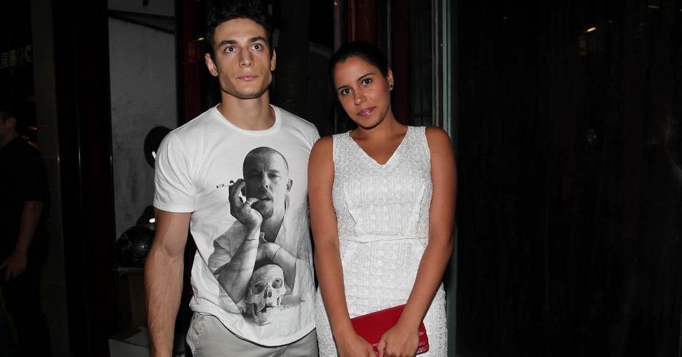Marina Morena, irmã de criação da cantora Preta Gil, e o namorado vão ao aniversário de Sabrina Sato em São Paulo (6/2/12)