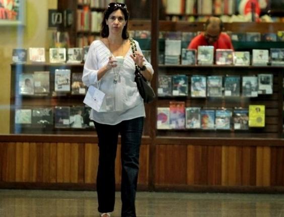 Fátima Bernardes passeia em shopping da zona oeste do Rio (10/2/2012)