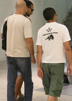 O ex-BBB Daniel Echaniz foi fotografado em um shopping do Rio de Janeiro na tarde desta terça-feira (14/2/12)