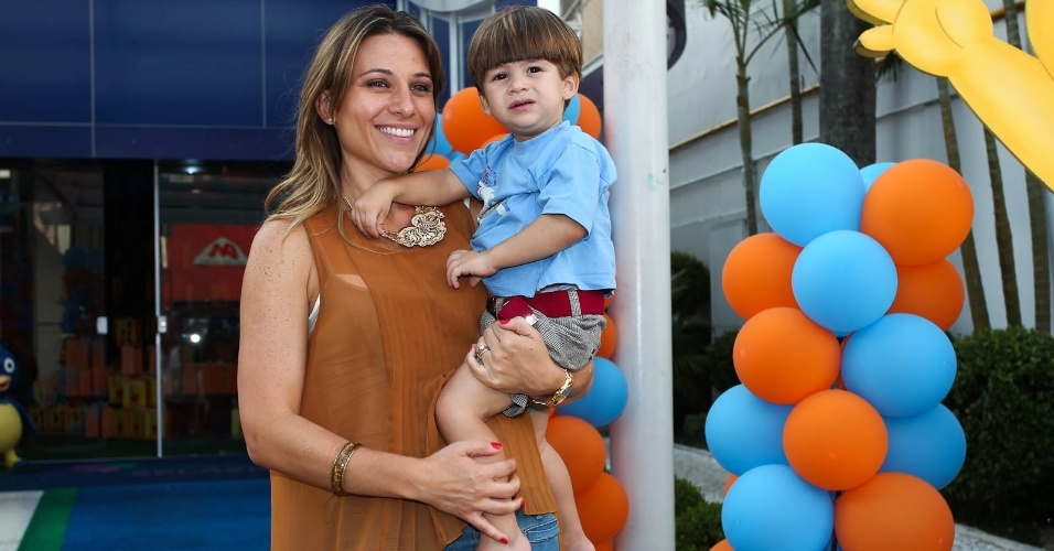 Dani Freitas e o filho, Pedro (15/2/2012)