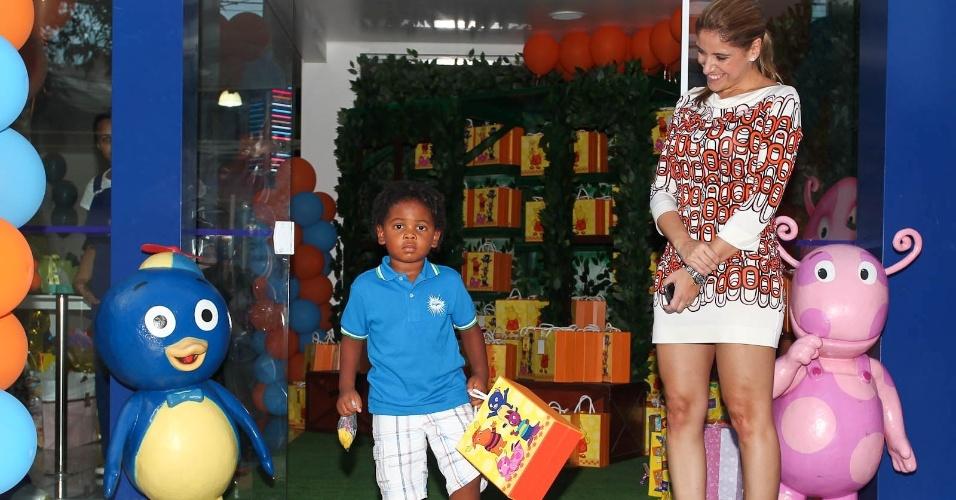 Gabriel, filho da apresentadora Astrid Fontenelle, e Daniela Zurita (15/2/2012)