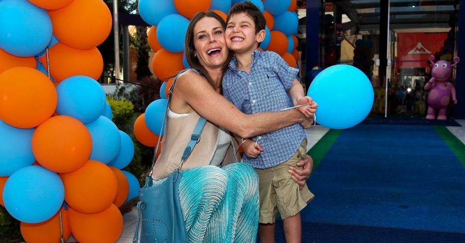 Gigi Monteiro e o filho Pedro (15/2/2012)