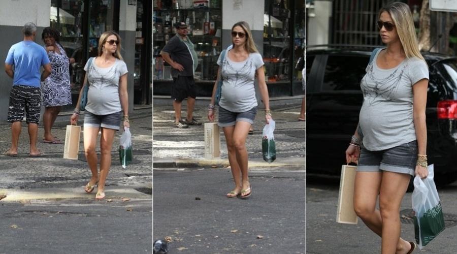 Luana Piovani passeia por rua do Leblon, zona sul do Rio (15/2/2012)
