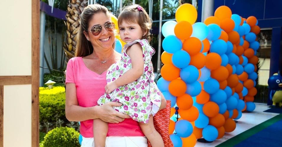 Patricia Maldonado e a filha Nina (15/2/2012)