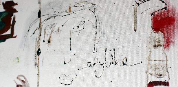 """O quadro """"Ladylike"""" com a assinatura em sangue da cantora britânica Amy Winehouse - AFP"""